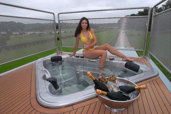Futuria-Luxury-Motorhome-8