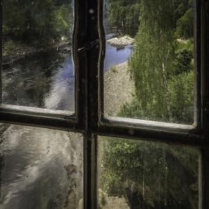 Utsikt mot elven fra træsliberiet (Foto: Per Sibe)